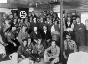 """München, Hitler bei Einweihung """"Braunes Haus"""""""
